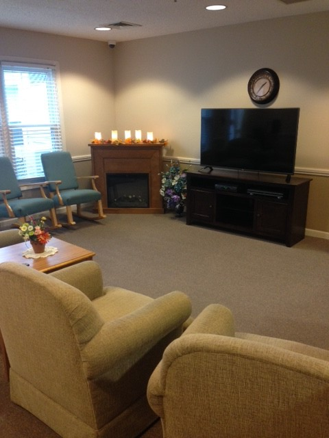 Assisted Living TV Lounge - Prairie Village Retirement Center